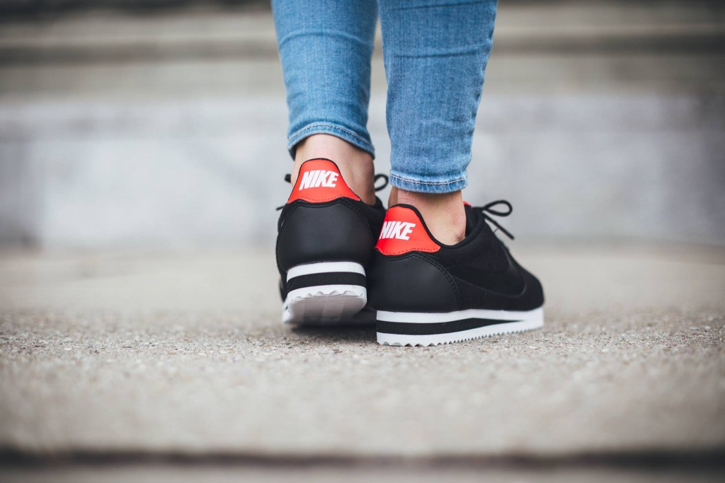 nike-cortez-tech-fleece-womens-black-red-white