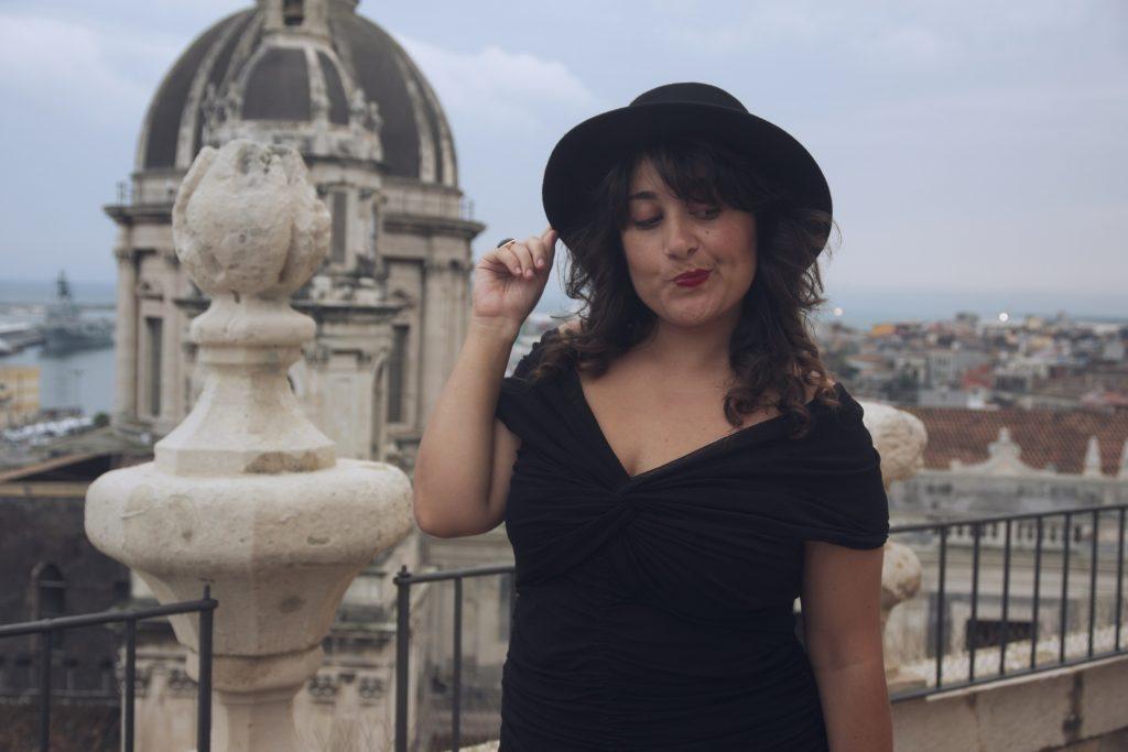 ragazza_con_il_cappello_outfit_raffaellacatania