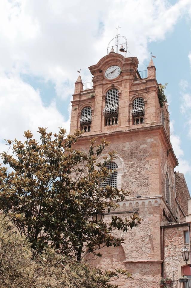 aidone_piazza_chiesa_sicilia_travel_raffaellacatania