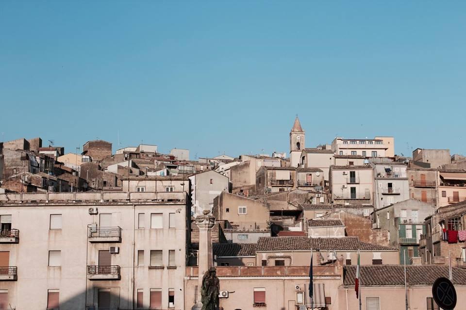piazzaarmenrina_tetti_città_travel_raffaellacatania