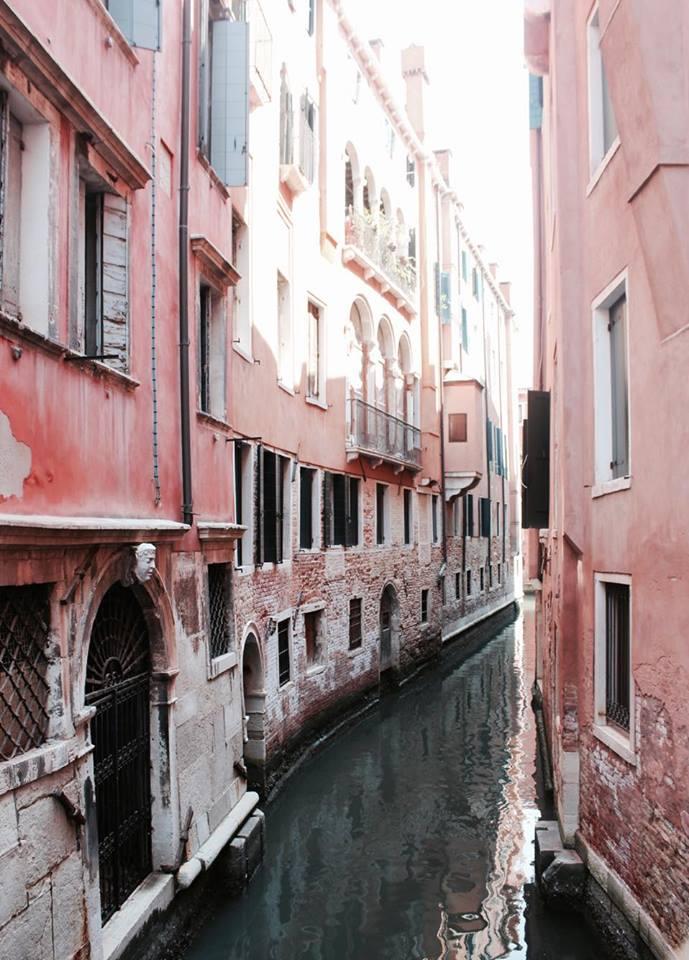 venezia_calle_ponti_palazzi
