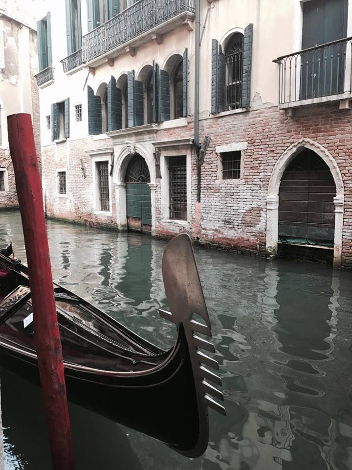venezia_gondola_calle_travel