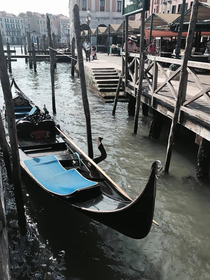 venezia_gondole_canale_travel