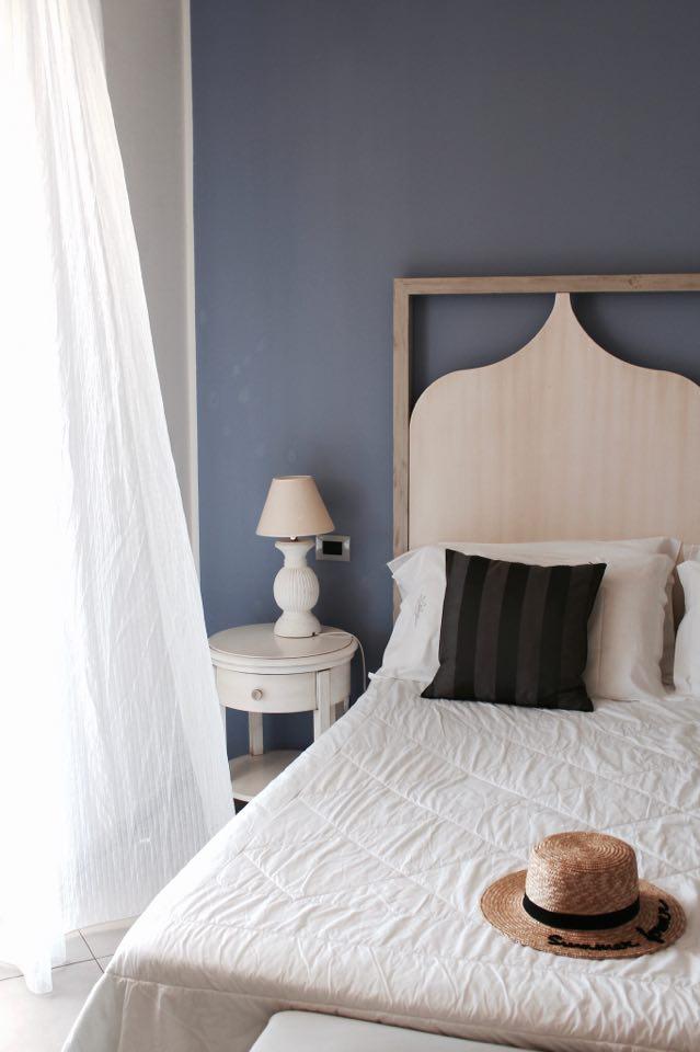 hotel_mea_lipari_letto_matrimoniale_dettagli_stanza
