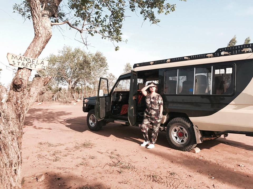 kenya_travel_blogger_raffaellacatania_safari_jeep