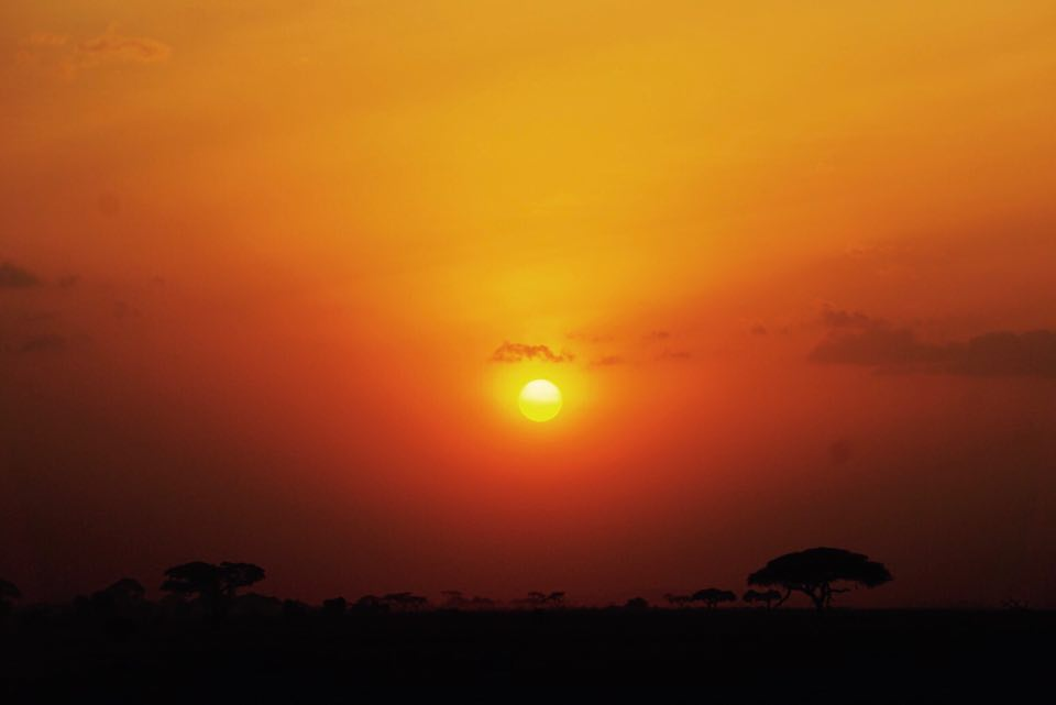 kenya_travel_blogger_raffaellacatania_tramonto_savana