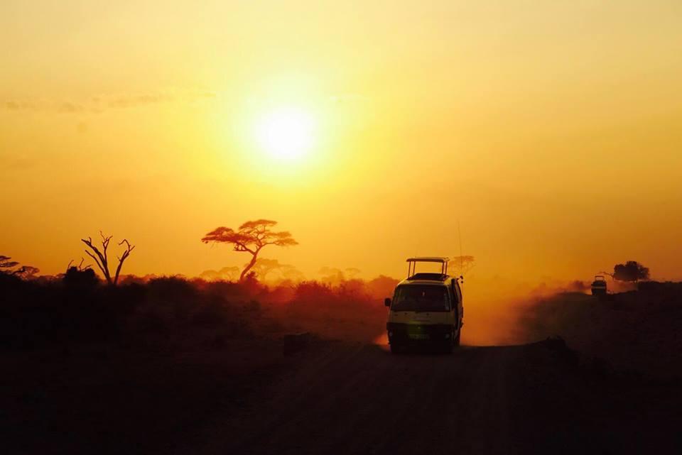 safari_kenya_travel_blogger_tramonto_tsavo_est