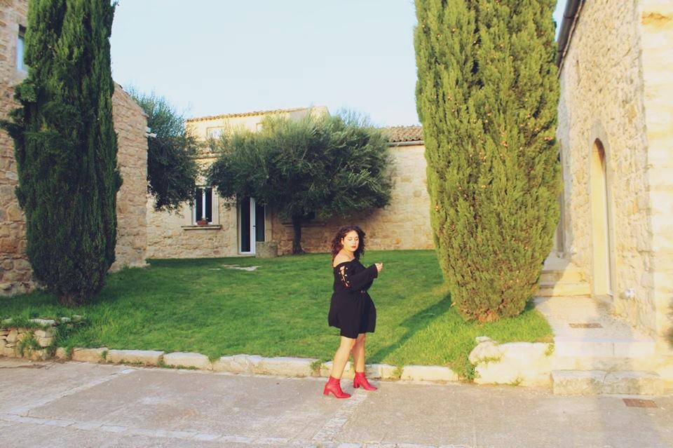 spalle_scoperte_abito_nero_raffaellacatania_blogger_yourslondon