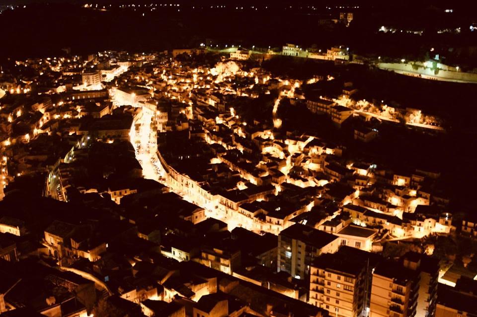 degustinbus_modica_panorama_notturno_sicilia