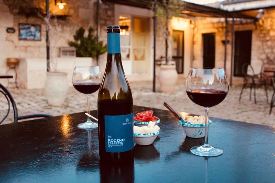 masseria_ciancio_modica_hotel_aperitivo_vino_frappato