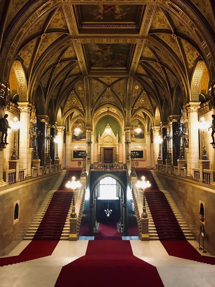 budapest_in_inverno_guida_parlamento_scalone_centrale