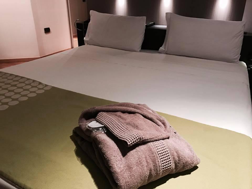 the_hub_hotel_milano_camera