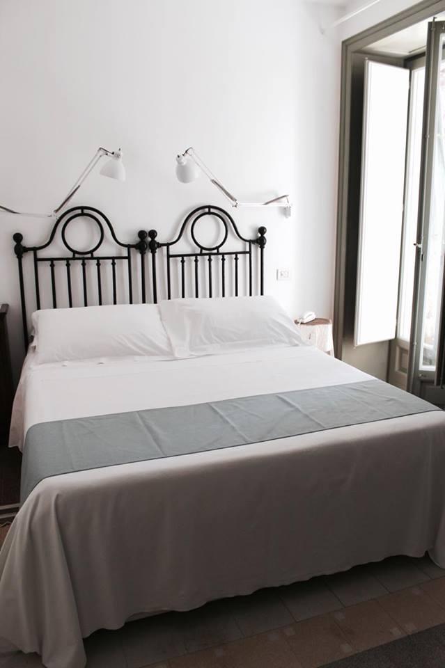 lamoresca_hotel_ragusa_camera_matrimoniale_raffaellacatania