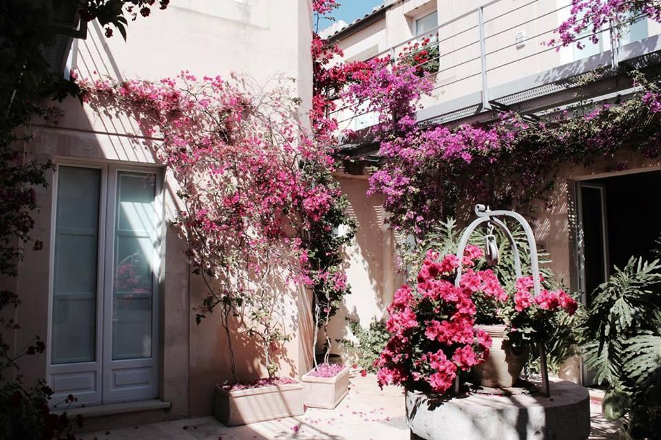 lamoresca_hotel_ragusa_patio_fiorito_raffaellacatania