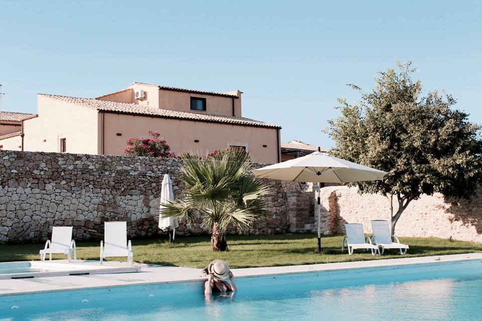 Le_sorelle_del_vino_agriturismo_piscina_sicilia