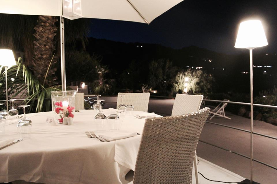 ristorante_chimera_lipari_tavoli_arredo_Bianco_sicilia