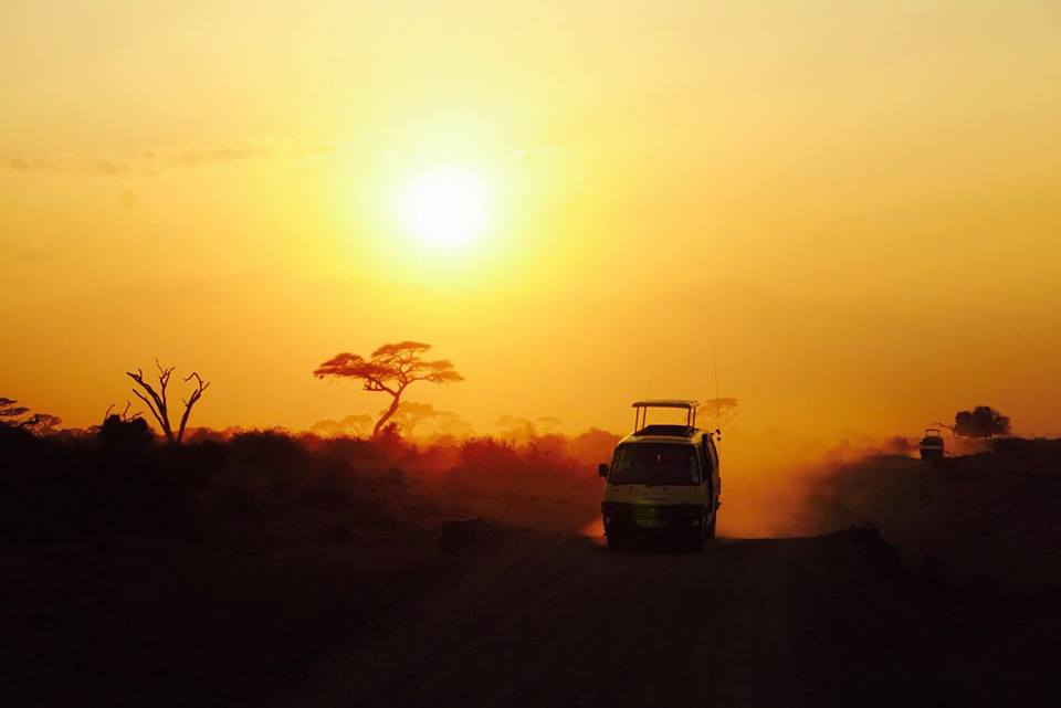 safari_kenya_travel_blogger_tramonto_tsavo_est