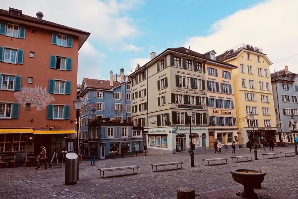 zurigo_centro_storico_palazzi_stradine_thecoloursofmycloset