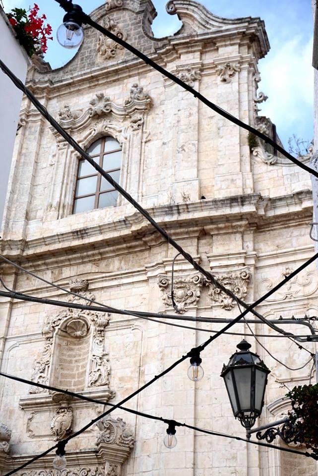 valle_ditria_ostuni_cosa_vedere_frontale_chiesa