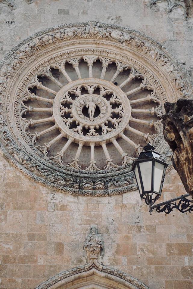 valle_ditria_ostuni_cosa_vedere_rosone_chiesa